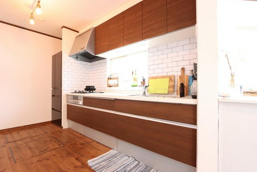 キッチン 【kitchen】綺麗に使いになられているキッチン、床下収納´ッチン収納も容量たっぷりです。