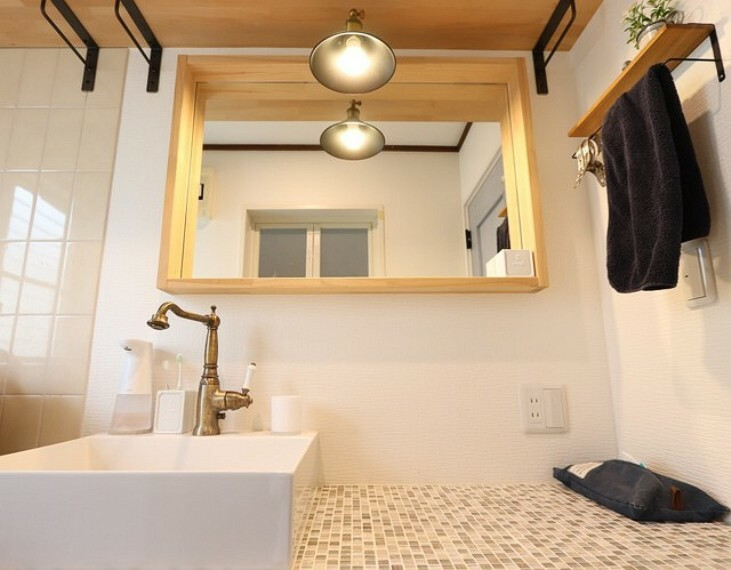 洗面化粧台 【wash room】洗面台も北欧のホテルの空間のようにお洒落にリフォーム!木目とインフレームとの調和がセンスが魅力です!