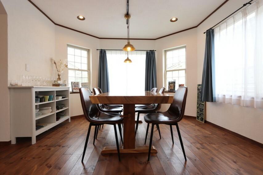 【Dining room】お洒落なダイニングスペース!この空間だけでも絵になります!