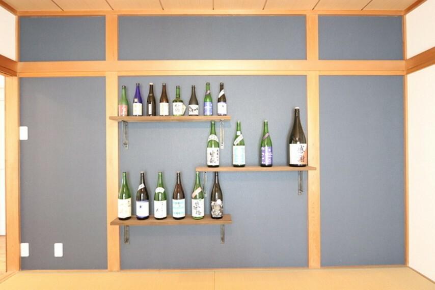 【view from the inside】和室の壁面に配置された飾り棚±すで高級旅館を漂わせる一画!