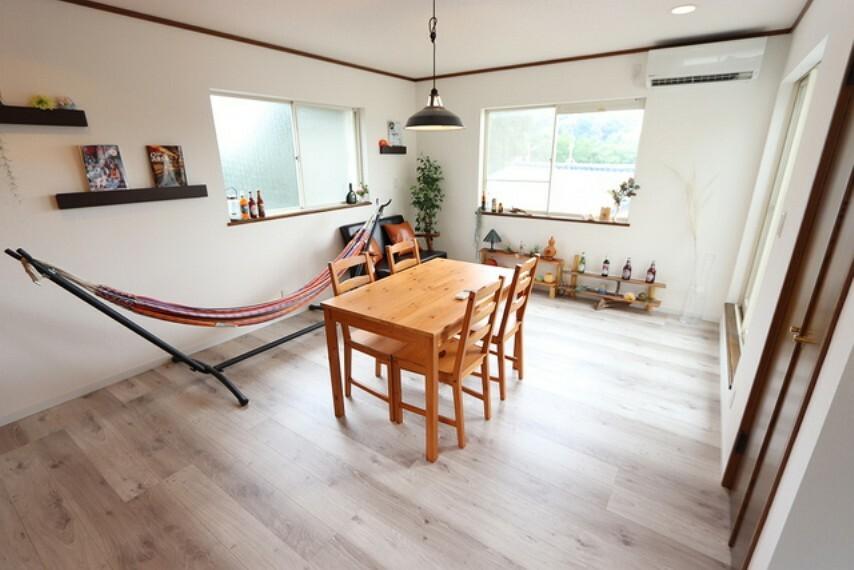 洋室 【bed room】11.3帖の洋室は、3面採光!風通し、眺望も良く、収納も豊富にございます。