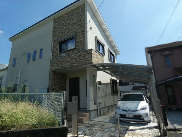 外観写真 平成26年12月建築の築浅 長期優良住宅 太陽光発電・エネファーム