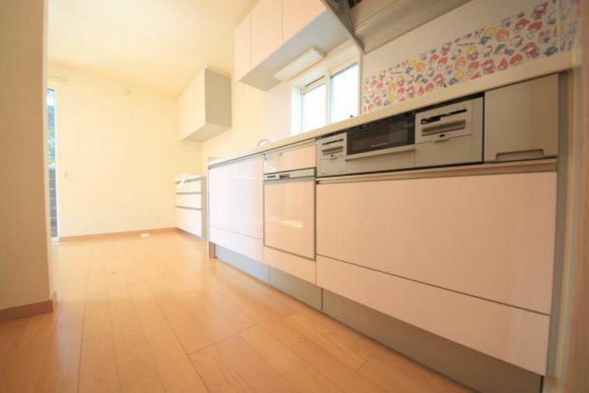 キッチン ■便利なビルトイン食洗機付きシステムキッチンでキッチン廻りもスッキリ片付きます。