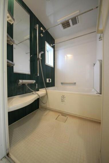 浴室 ■水廻りを2階に集約した家事動線の良い間取り