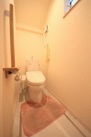 トイレ ■1階のトイレ、いつでも衛生的なシャワートイレ