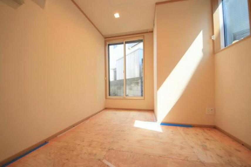 洋室 ■新規内装リフォーム施工でキレイなお住まい ■暮らしを彩る充実の設備で快適な新生活スタート