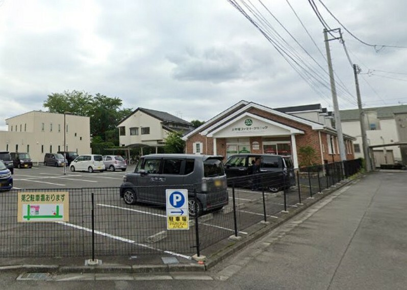 病院 【クリニック】上中居ファミリークリニックまで411m