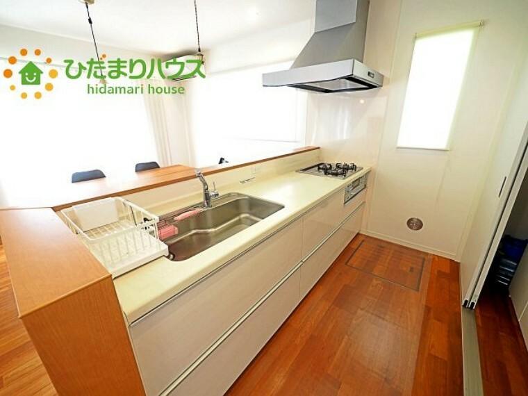 キッチン キッチンのスライド式収納は無理のない姿勢で、奥にしまった物でもラクラク取り出しできます(^^)/