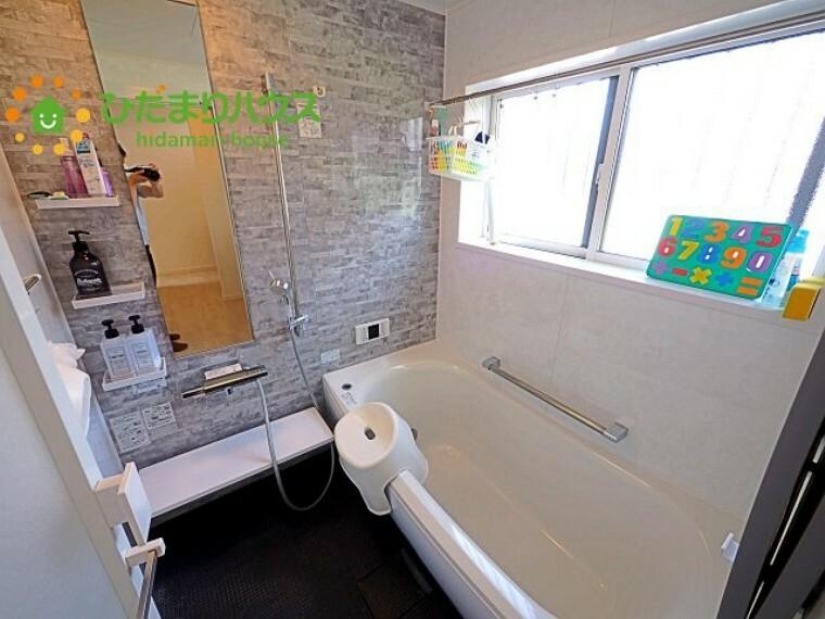 浴室 浴室にも窓が付いているので、換気がしやすいです 彡