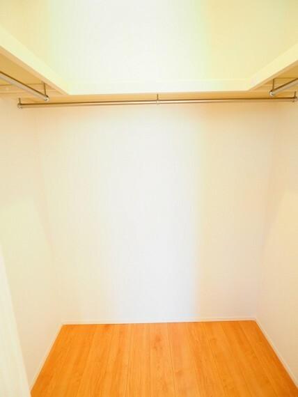 収納 季節物もスッキリしまえるので、居室に置くものを少なくでき、空間を広く使うことができますね