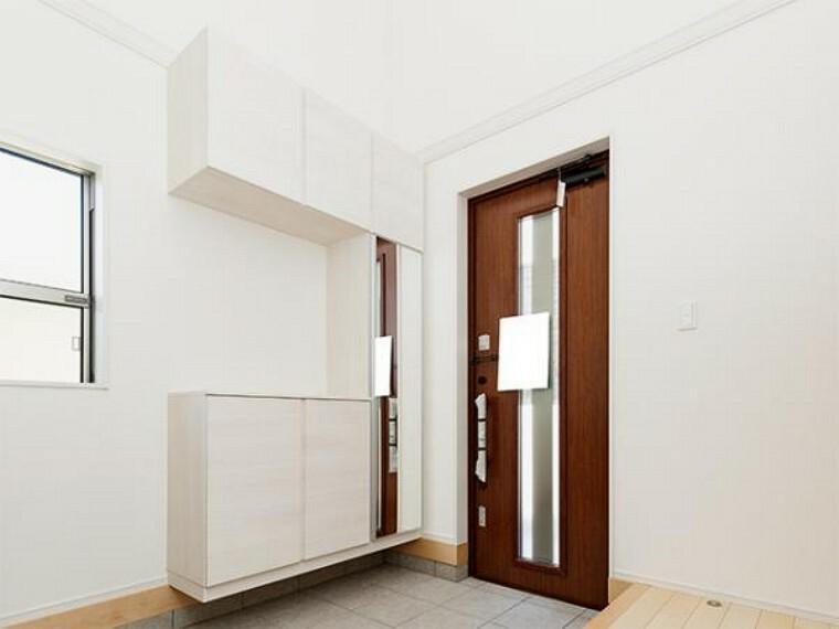 同仕様写真(内観) \同仕様写真/素敵なデザインの玄関ドアは、断熱性に優れた省エネ仕様