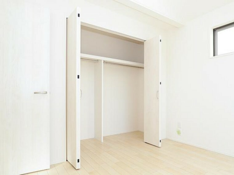 同仕様写真(内観) \同仕様写真/充実した収納スペースなので、お子様が大きくなって、荷物が増えてもたっぷり収納しておけますね