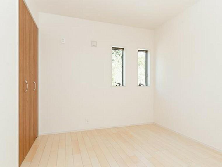 同仕様写真(内観) \同仕様写真/各居室には収納スペースがありお部屋を広くお使いいただけます