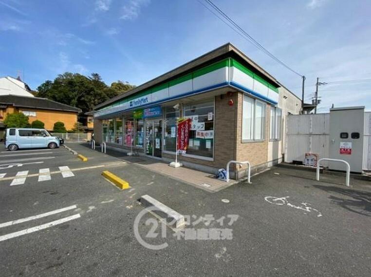 コンビニ ファミリーマート 木津川相楽店