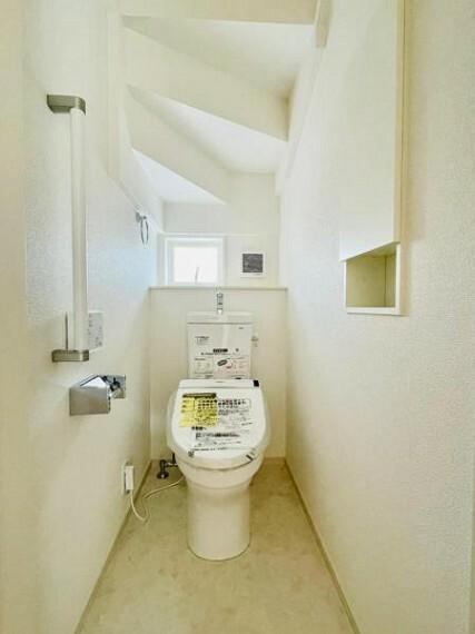同仕様写真(内観) 【同仕様写真】ウォシュレット付き多機能トイレ。トルネード洗浄で少ない水でもしっかり洗浄でき汚れが付きにくく落ちやすい設計です。