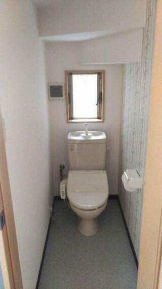 トイレ シンプルで清潔感のあるトイレットルーム