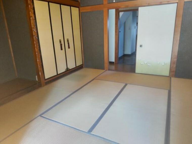 和室 【リフォーム前】1階和室8帖です。畳は抗菌力の強い和紙タイプに交換を予定しています。縁側から障子を通した日差しが差し込み耀おい部屋です。