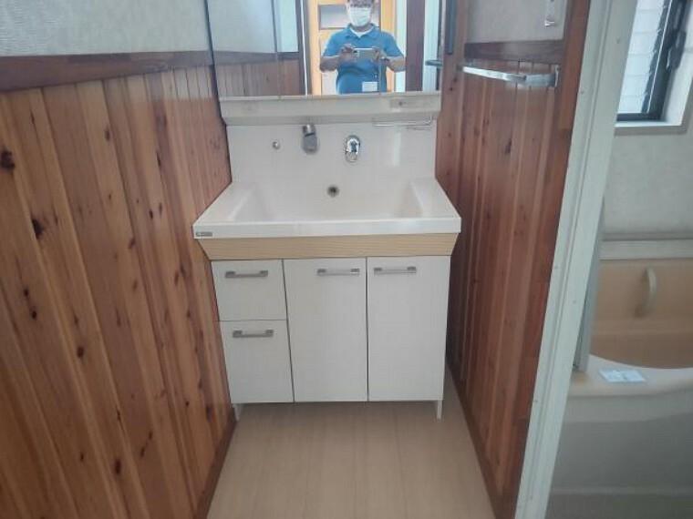脱衣場 【リフォーム前】畳1枚分の脱衣場を畳2枚分の間取に変更します。洗濯機置き場も新設しますので、ご期待ください。