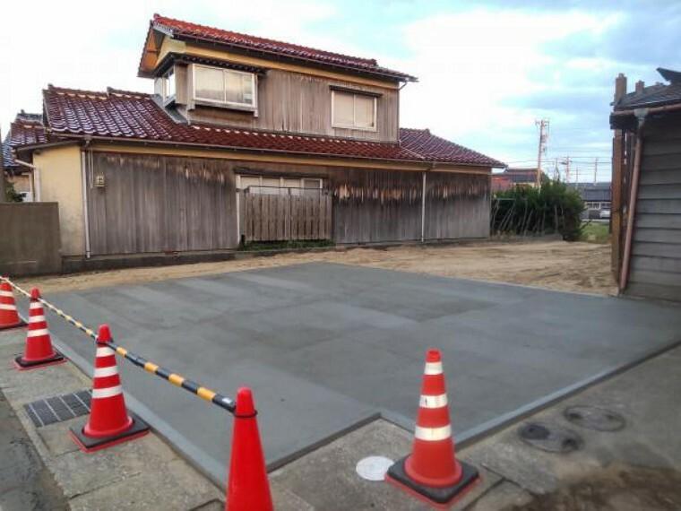 駐車場 【リフォーム前】作業場を解体し、駐車場に変更を予定しています。2台分の駐車スペースをコンクリート打ち行いますので、駐車も楽々です。