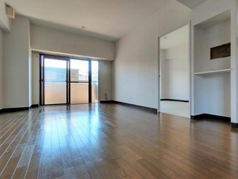 居間・リビング 価格には消費税、リフォーム費用を含みます。リフォーム中でもご案内可能。内覧希望の方はお電話ください。