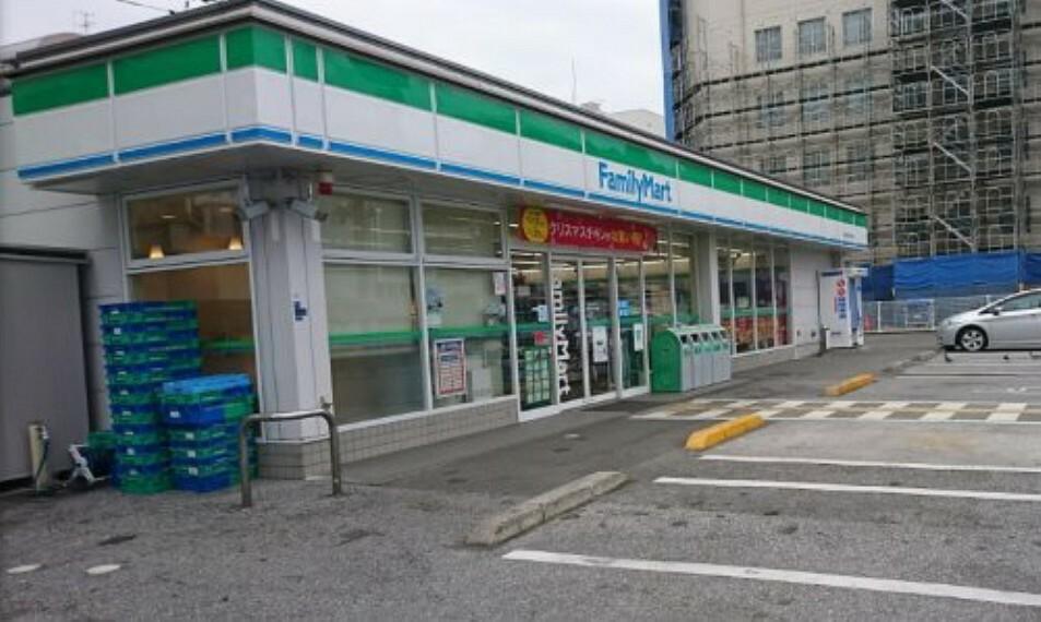 コンビニ 【コンビニエンスストア】ファミリーマート高知南はりまや店まで167m