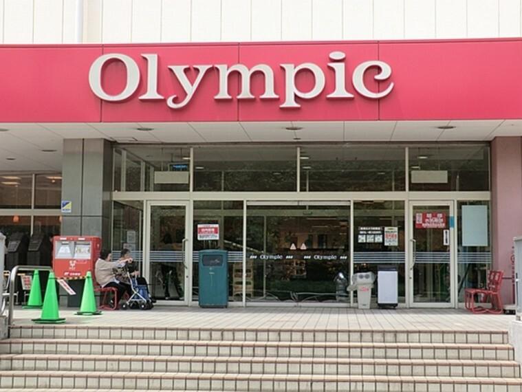 スーパー 食品とホームセンター、生活雑貨とひと通り揃う大型スーパーです。