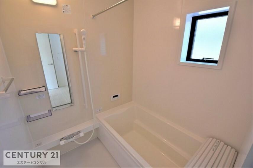 浴室 暖房・換気乾燥機付き、広々約1坪の浴室