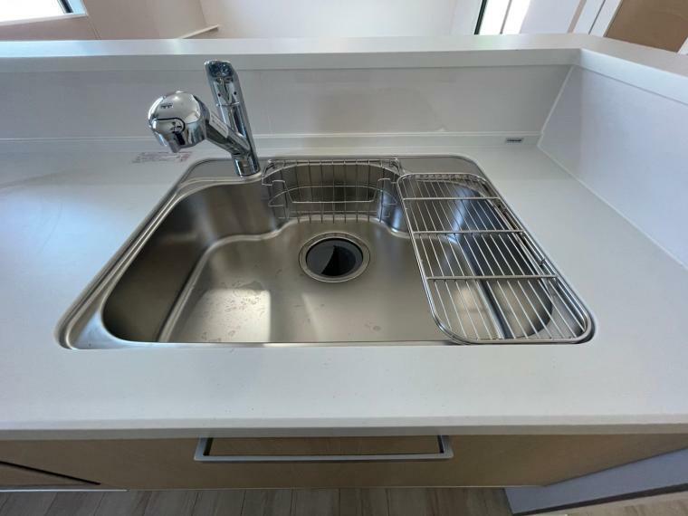 キッチン たくさんの食器もらくらく洗えるな広々シンク