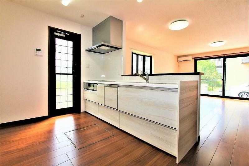 キッチン 新品のオール電化仕様のシステムキッチンです。