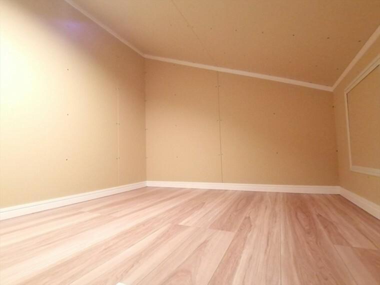 収納 様々な用途にお使いいただける小屋根収納。季節物の収納やちょっとした趣味の部屋等にもお使いいただけますね。  ■府中市小柳町5 新築一戸建て■