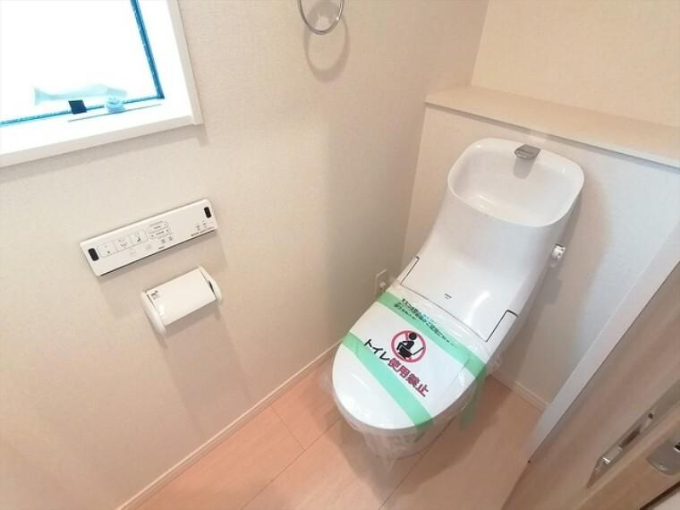 トイレ 1Fと2Fに設置されたウォシュレット機能付トイレ!家族が多くても、忙しい朝でも安心して使えます。 ■府中市小柳町5 新築一戸建て■