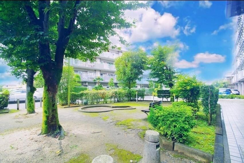 現況写真 マンション前のマンション専用公園