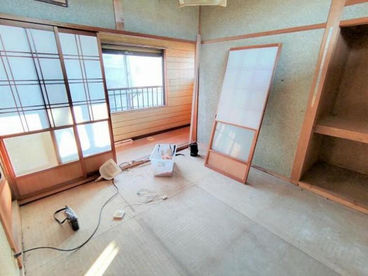 和室 【リフォーム中/和室】4.5畳の和室です。畳は表替えします。来客時は玄関側からすぐお通しできるので、客間としてもお使いいただけます。