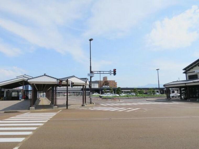 JR白新線新発田駅まで2500m(車で7分)。自転車などでサッと行ける距離に駅があれば、お子様が高校生になって電車通学になっても近くて安心ですね。老後に運転ができなくなっても安心ですね。