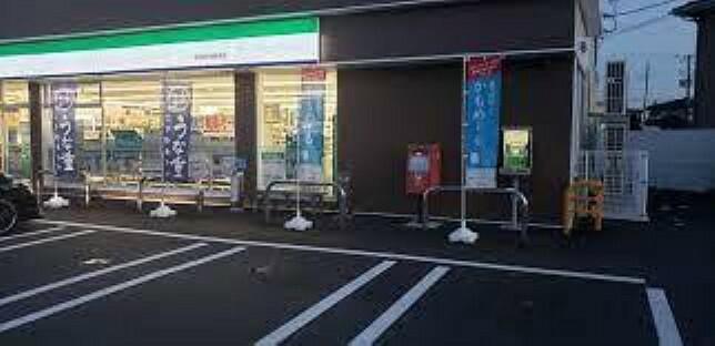 コンビニ ファミリーマート新発田中曽根店まで280m(徒歩4分)徒歩圏内でちょっとした買い物ができるコンビニエンスストアが近くにあるのは便利ですね。