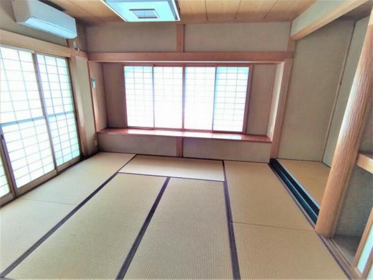 【現在リフォーム中】こちらは1階8帖の和室です。押し入れや床の間もついております。客間として利用するのはいかがでしょうか。畳表替え、クリーニングを行います。