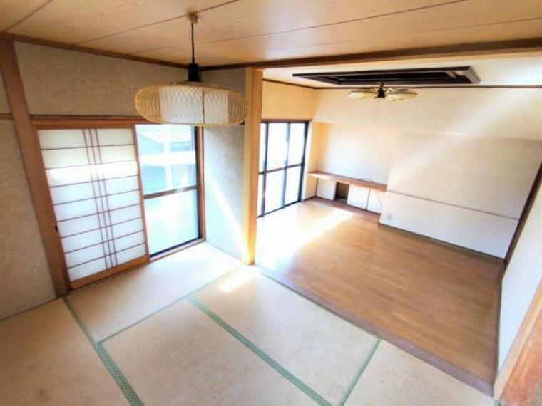 【リフォーム前写真】1階リビング 間取変更を行い隣接の洋室へつなげますので、開放的な居住空間になる予定です。