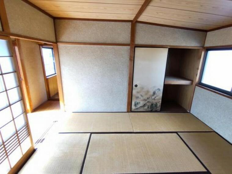 【リフォーム前写真】2階6帖和室 使い勝手を考えて和室から洋室に間取変更します。間取変更に伴い押入はクローゼットにし、建具も交換します。