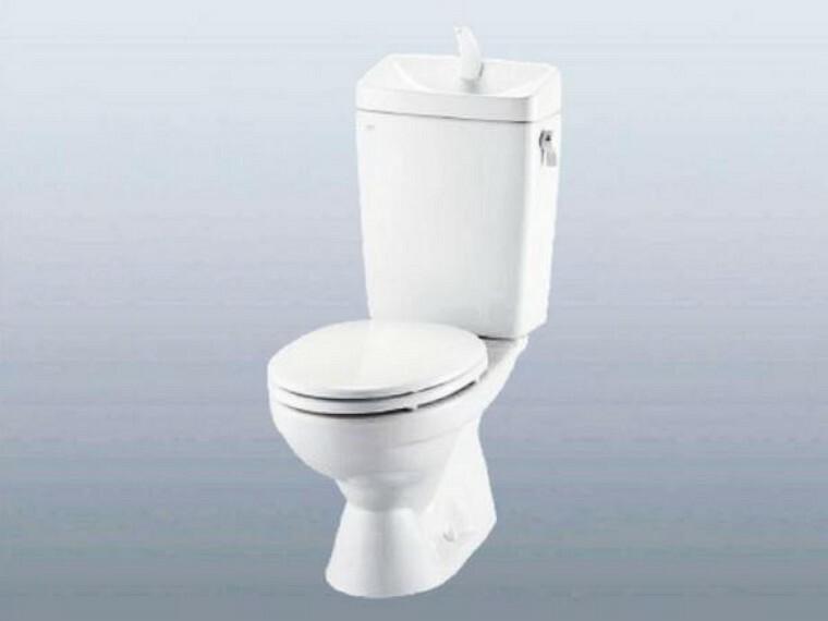 【リフォーム前写真】トイレはLIXIL社製の温水洗浄便座トイレに新品交換します。壁・天井のクロス、床のクッションフロアを張り替えて、清潔感溢れる空間になります。