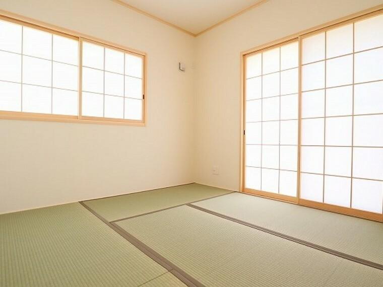 同仕様写真(内観) \同仕様写真/新しい畳の香りのするタタミスペースは、使い方色々。客室やお布団で寝るときにぴったりの空間ですね。
