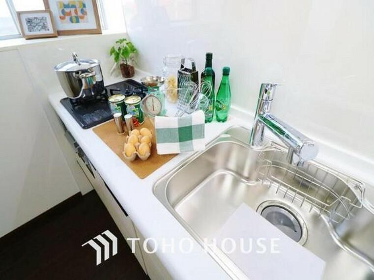 キッチン 「リフォーム済・キッチン」「いつも綺麗にしておきたくなるキッチン」にリノベーション済です。