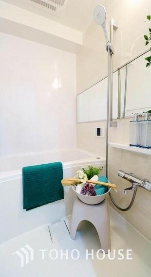 浴室 「リフォーム済・浴室」ユニットバスを新しくいれ替えしております。もちろん、追い炊き給湯器・浴室乾燥機付きで快適なバスルームになっています。