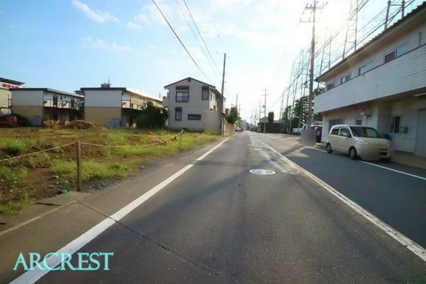 現況写真 前面道路は約9.3mの広々公道。