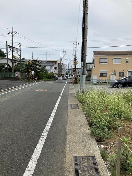 現況写真 きれいに舗装された前面道路でお車の出入りもスムーズですね。