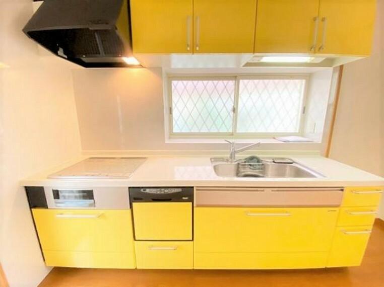 キッチン 食洗機やIHコンロ搭載の便利なシステムキッチン