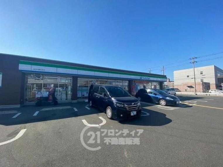 コンビニ ファミリーマート 加古川野口町店