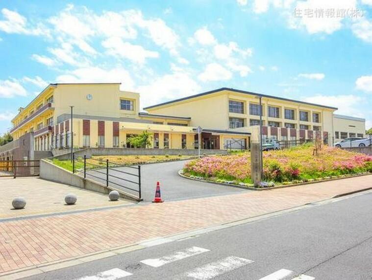 成田市立公津の杜中学校 距離2580m