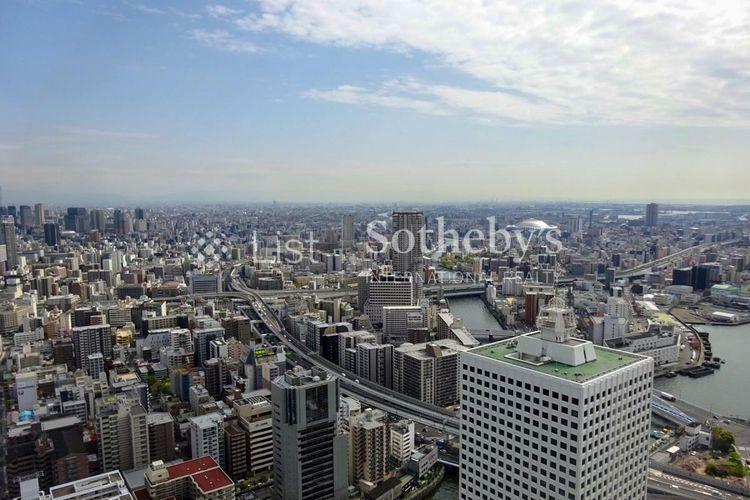 眺望 眺望:55階建て免震タワーレジデンスの54階部分。水都・大阪を見渡す開放的な眺望がお楽しみいただけます。