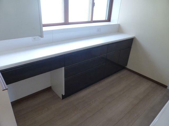 キッチン 収納も豊富で、食器の置き場にも安心