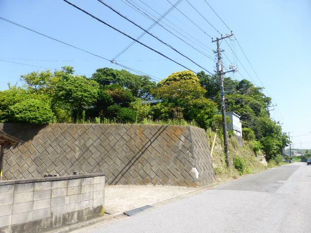 外観写真 周りも植栽に囲われ、周囲から見えないプライベートな空間に